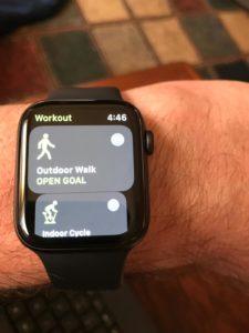 Die Apple Watch als neues Halsband ums Armgelenk.